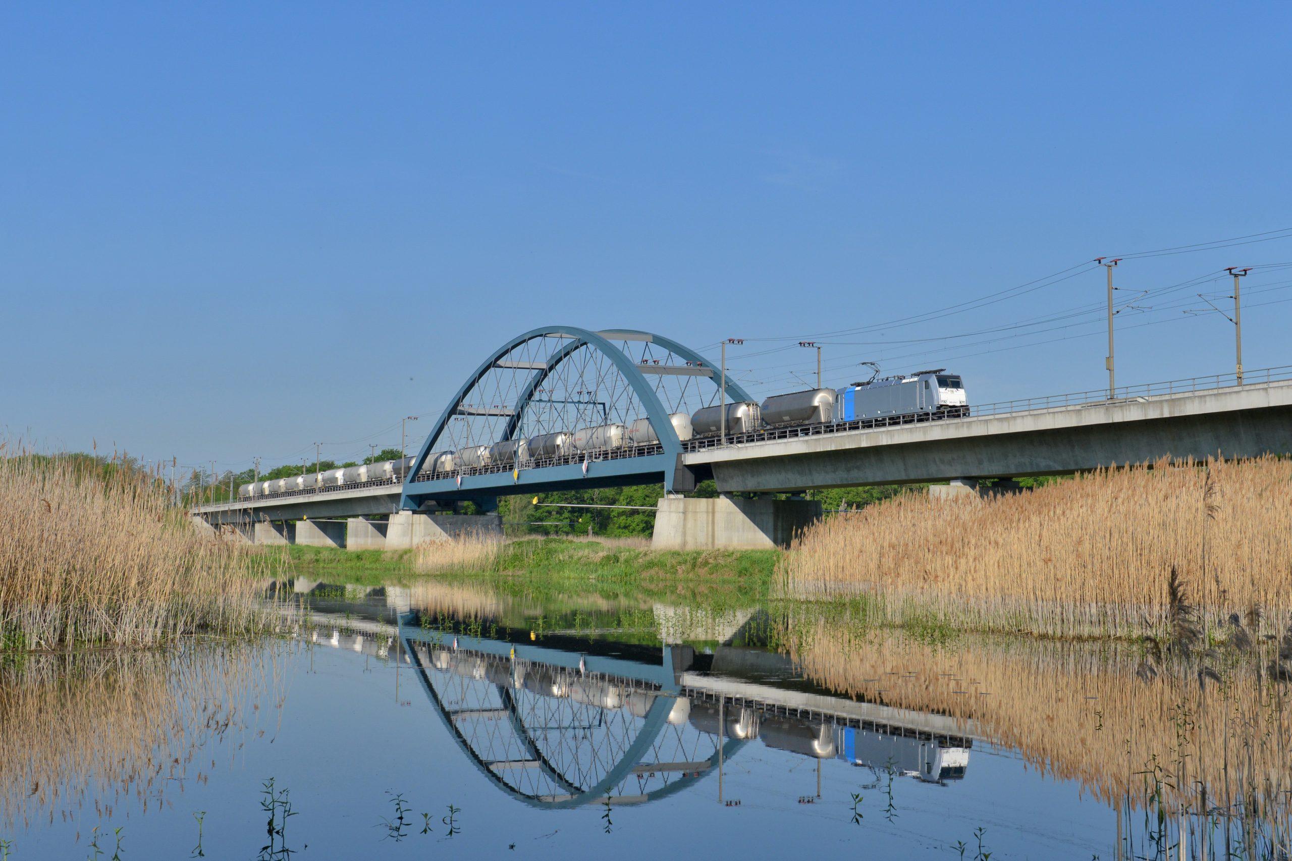 Zug über die Oderbrücke - M. Schmid